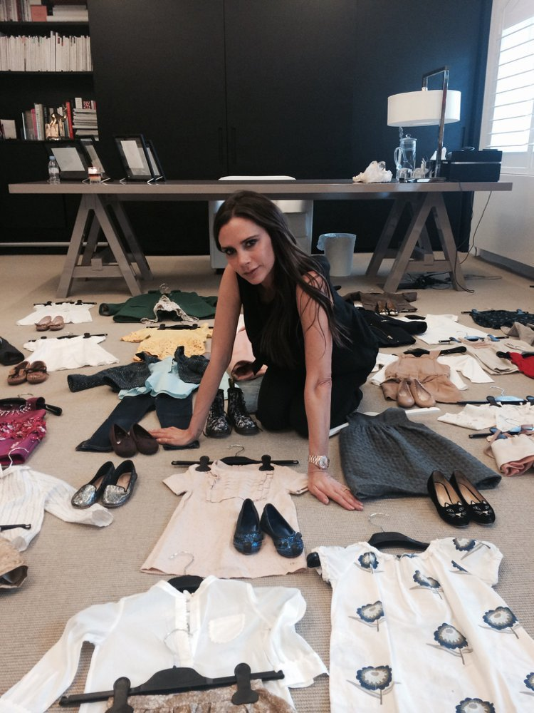 維多利亞貝克漢近日整理出小哈潑近25件童裝,拿出來在eBay網站上義賣,所得將全...