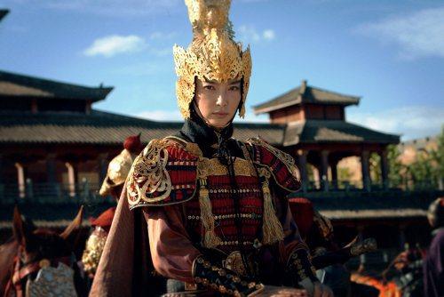 李冰冰在《通天神探狄仁傑》裡的將軍扮相,英姿煥發。圖/華誼兄弟提供