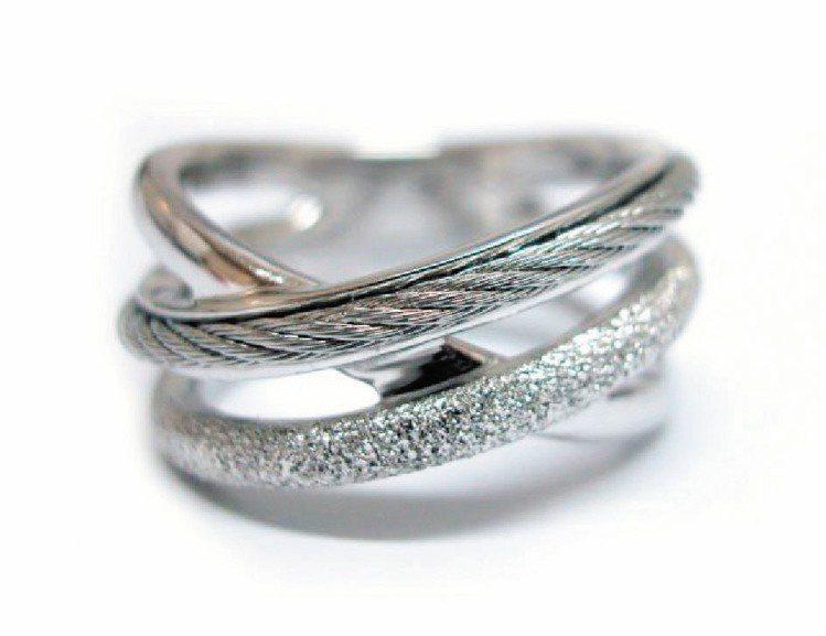 Aurora首飾系列戒指,以閃爍星塵、簡約純銀及品牌獨有的鋼索條紋創造出不同的視...