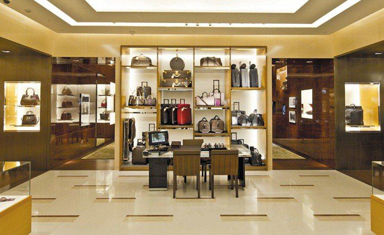 LV於新光三越台南西門店開設新專賣店,旅遊類商品獨立一區。圖/LV提供