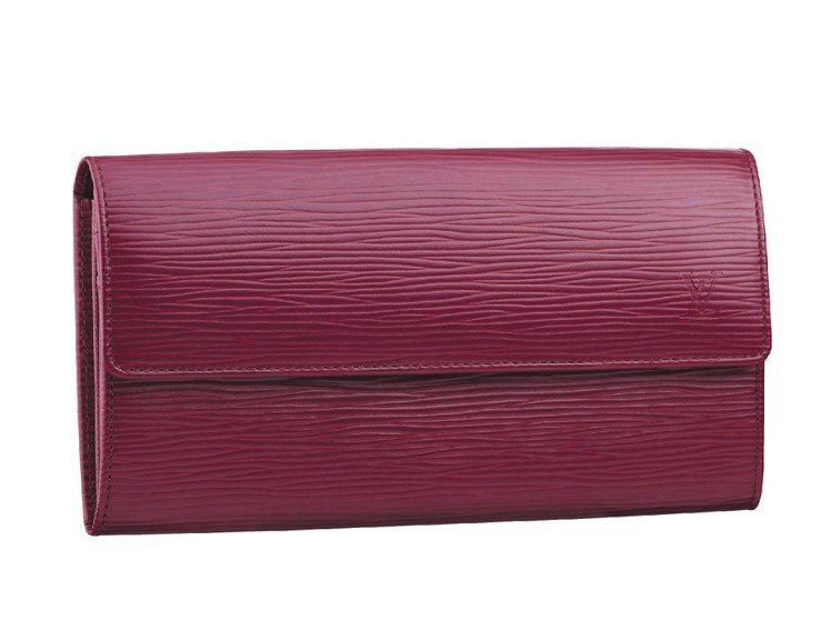 LV新款EPI紫紅色皮夾、24,300元。圖/LV提供
