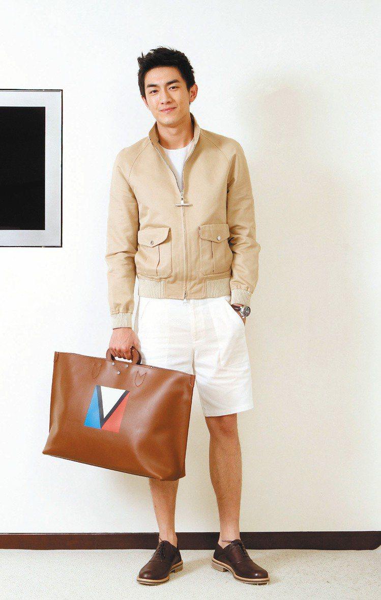 林更新穿LV春夏新裝,展現舒適自在的一面。記者蘇健忠/攝影