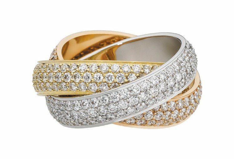 Trinity鋪鑲鑽戒(超大型款),參考價格122萬元。圖/卡地亞提供