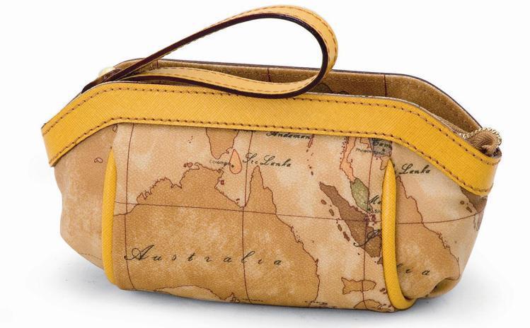 地圖包皮革滾邊手拿包,6,700元。圖/迪生提供