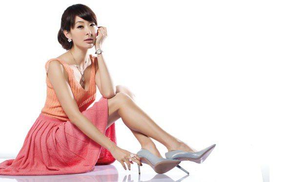 美麗辣媽賈永婕即使生了三個小孩,多年來依舊維持纖細的好身材。圖/TVBS周刊提供