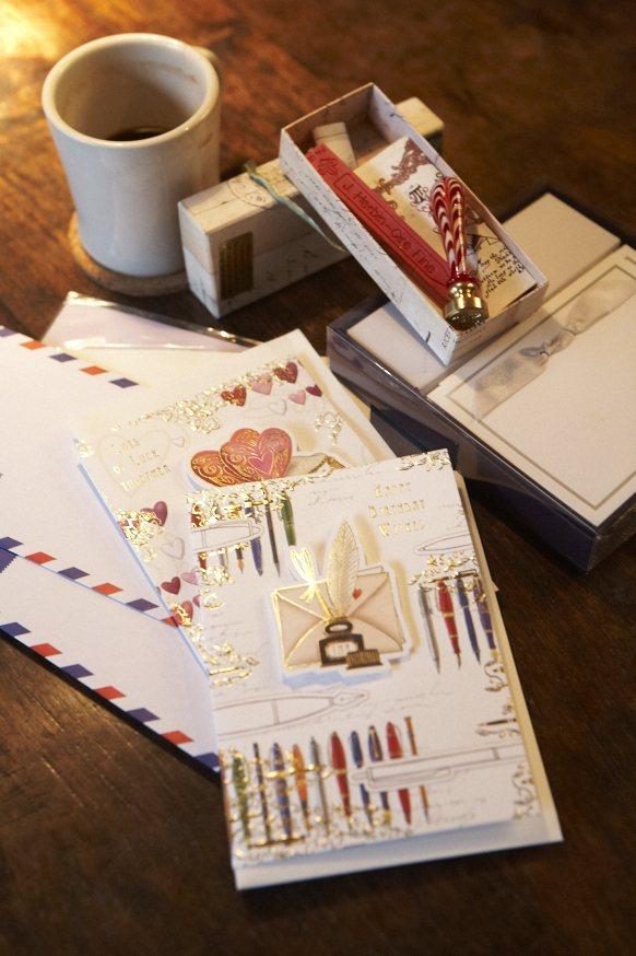 愛紗覺得寫信的感覺很不一樣,親手寫的東西很有意義。圖/美麗佳人