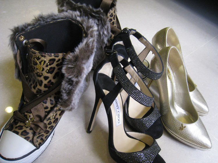 愛紗有堆滿一面牆的鞋子。圖/美麗佳人