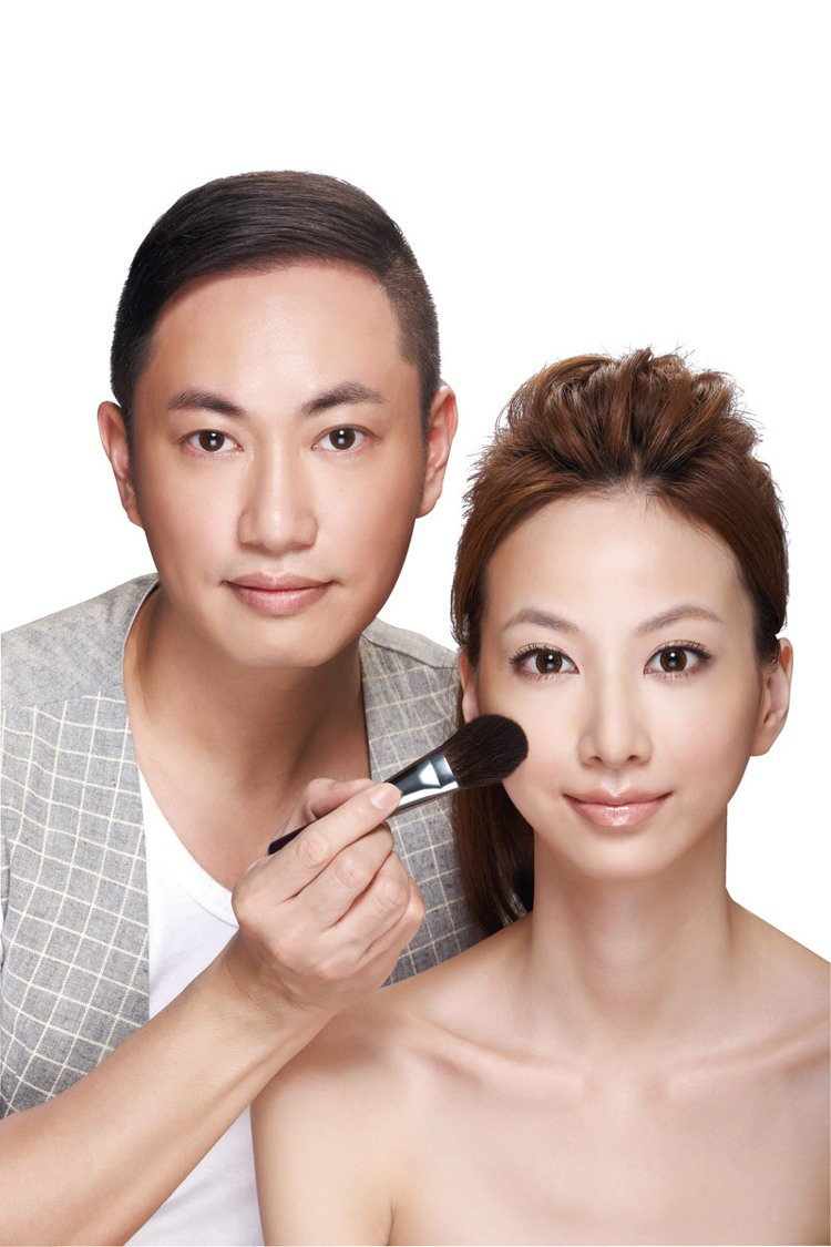 造型彩妝大師羅之遠彩妝工具書《原來化妝可以這麼簡單:裸妝大師羅之遠不藏私的50+...
