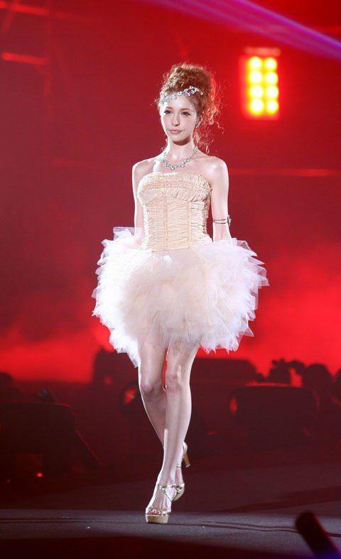 日本超人氣模特兒藤井莉娜來台為最強美少女盛典走秀。記者陳立凱/攝影