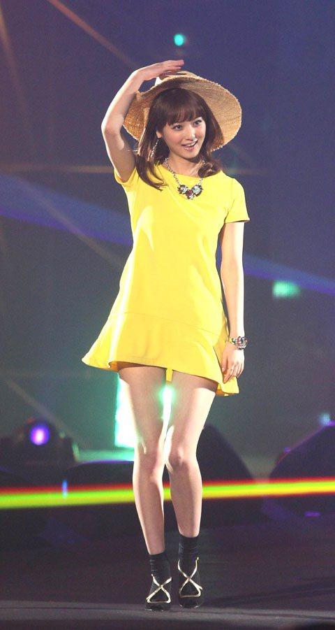 日本的超人氣模特兒佐佐木希為最強美少女盛典走秀。記者陳立凱/攝影