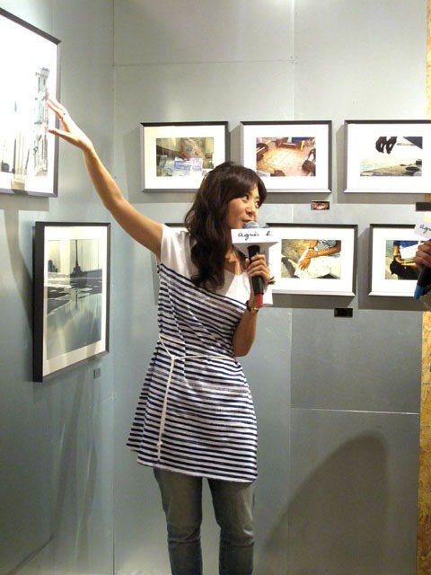 陳綺貞解說自己的攝影作品。記者吳曉涵/攝影