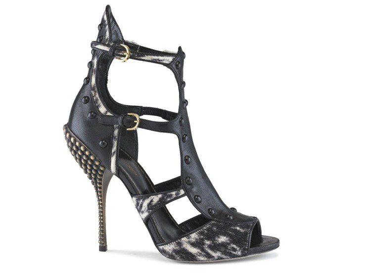 Sergio Rossi馬毛鏤空鉚釘鞋跟踝釦涼鞋,結合馬毛、鉚釘等元素展現狂野。...
