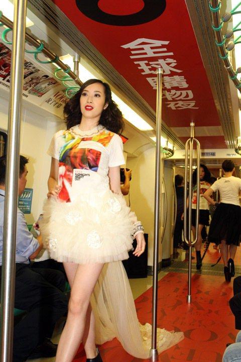 2012年「Fashion's Night Out全球購物夜」以高雄捷運作為展演...