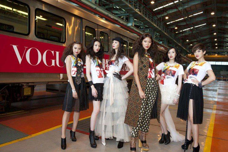 凱渥名模群身穿VOGUE FNO高雄限定版T恤,上演捷運展演秀。圖/樺舍提供