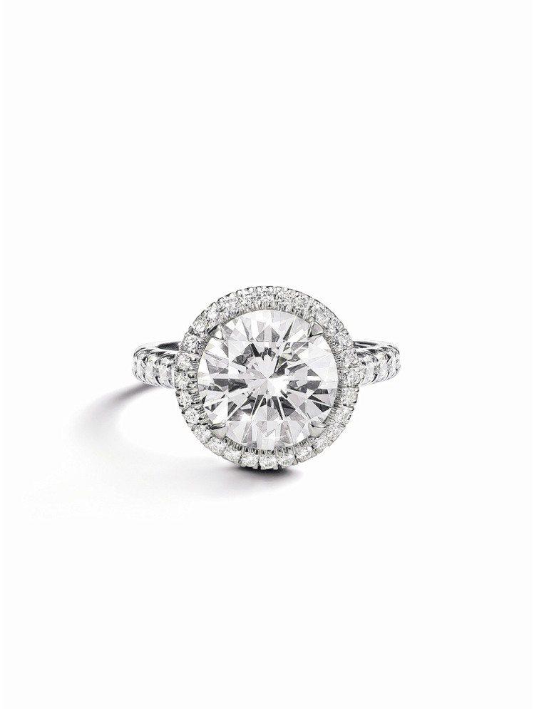 卡地亞最新的Cartier Destinee系列婚戒,鉑金鋪鑲明亮式切割圓鑽,中...