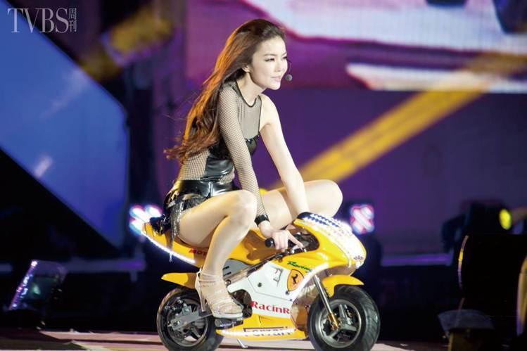 謝金燕是繼江蕙後,第二個站上小巨蛋的台語天后。圖/TVBS周刊提供