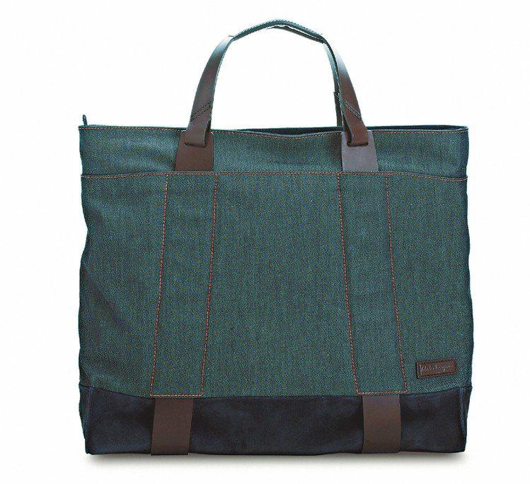 Ferragamo深藍色牛仔布托特包、36,900元。圖/Ferragamo提供