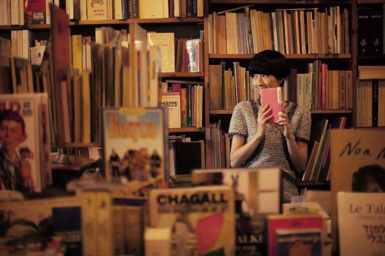 百無聊賴地走進老書店,遇見扉頁裡的《丁丁歷險記》;拿起旅人的皮箱,獨自去旅行,這...