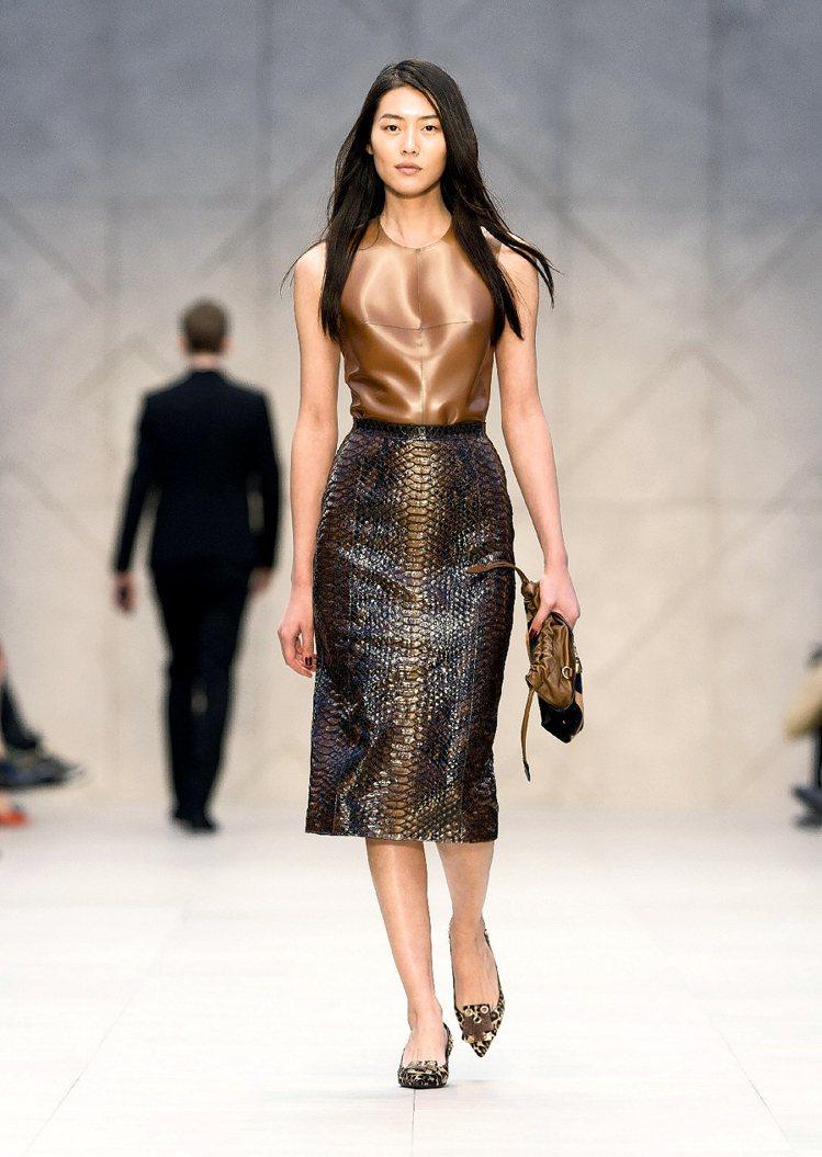 大陸超模劉雯在世界排行榜的名次不斷挺進,如今是Models.com第5名。圖/B...