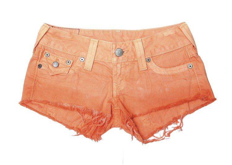 橘色漸層短褲,售價8,100元。圖/TRUE RELIGION提供