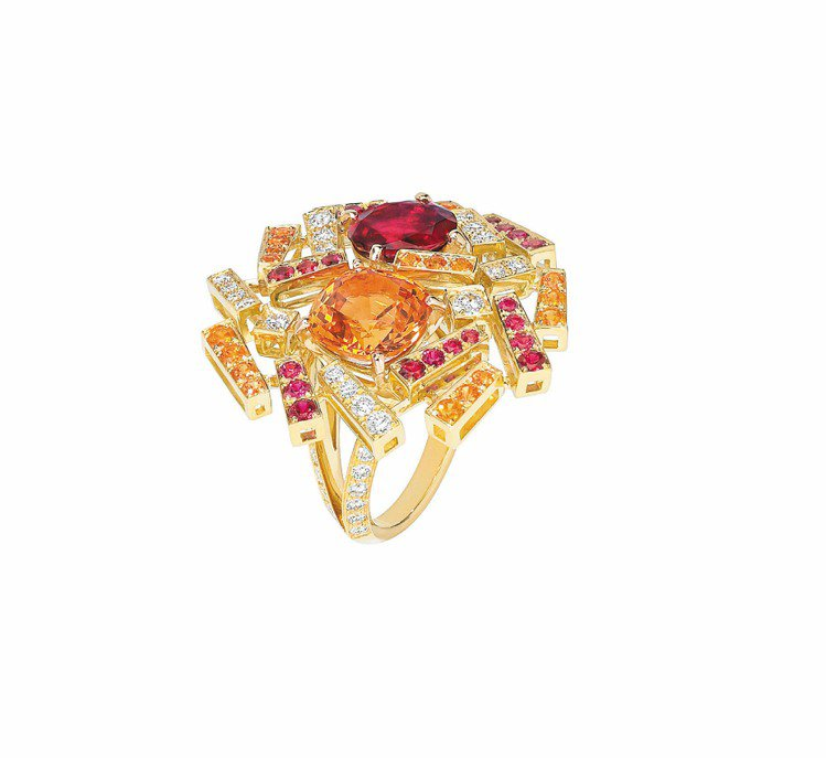 Le Grand Frisson 緬甸紅寶橘色石榴石鑲鑽戒指。圖/CHAUMET...