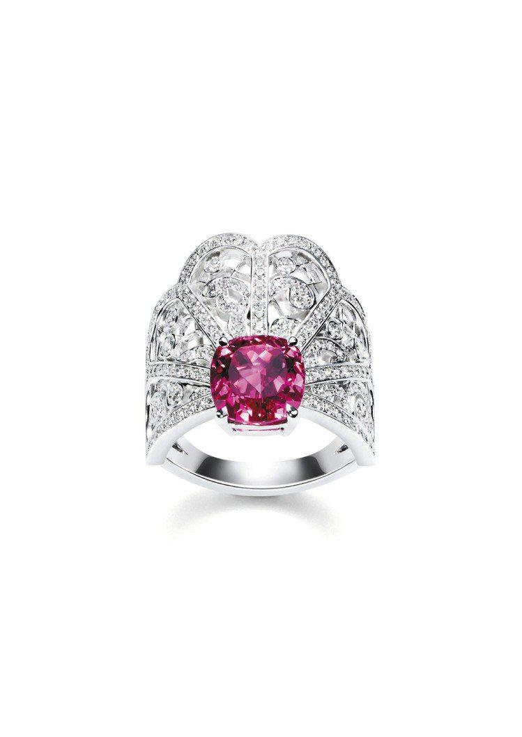 Couture Precieuse璀璨華裳系列18K白金戒指,鑲嵌197顆美鑽及...
