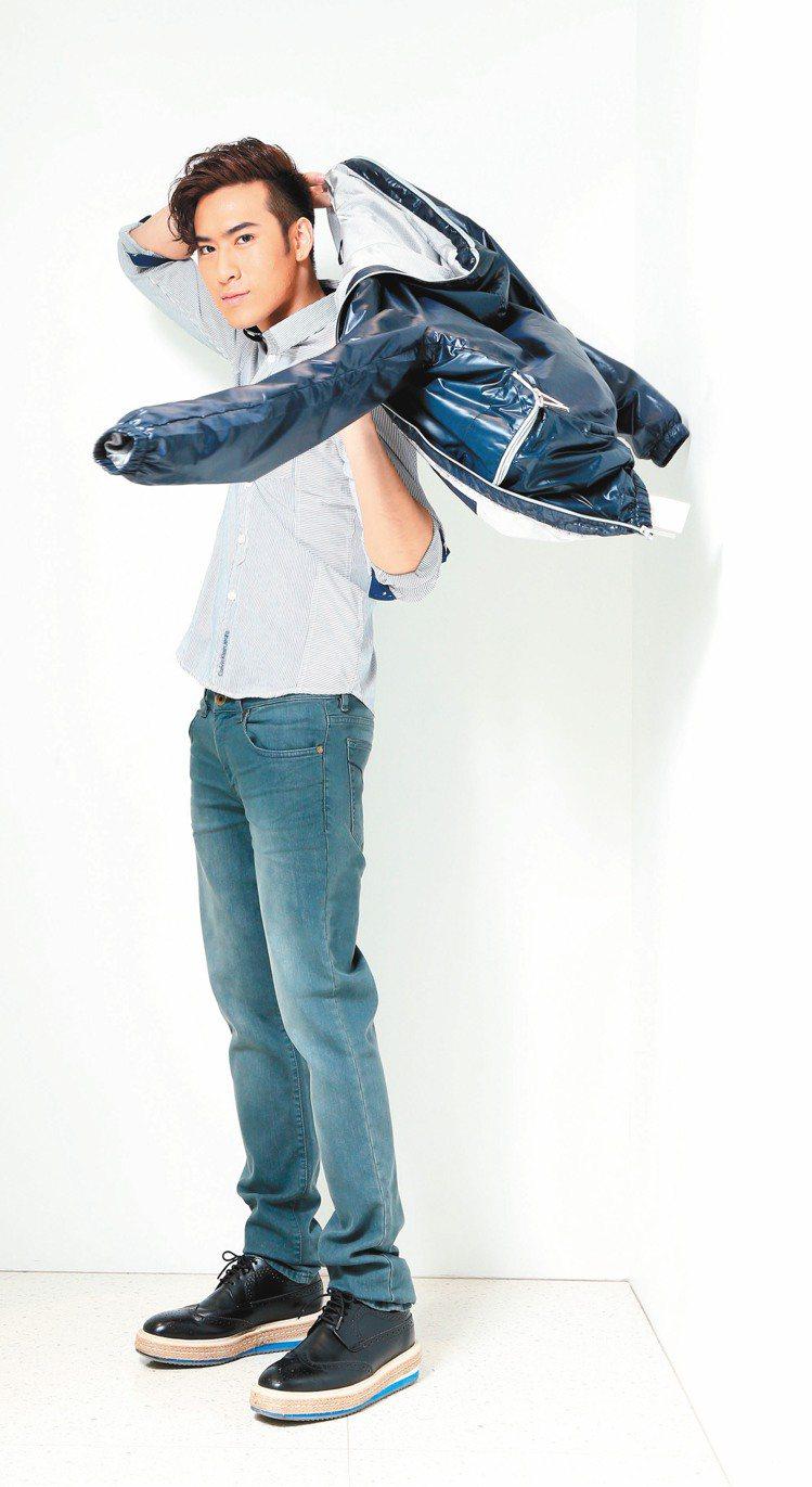 沈建宏穿Calvin Klein Jeans,打造瀟灑感性的新形象。記者陳立凱/...