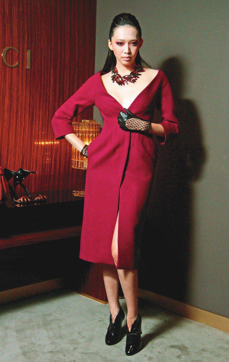 深V、露背設計,都讓GUCCI秋冬女裝充滿性感魅力。記者胡經周/攝影