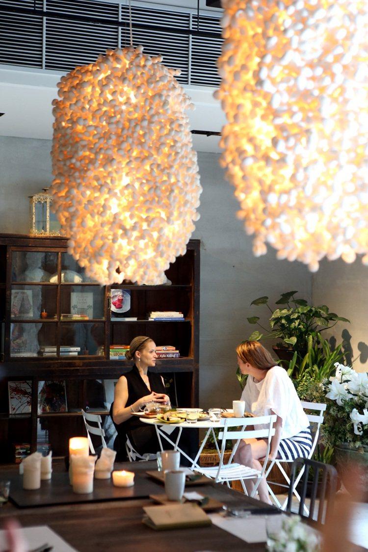 陳季敏工作的「另空間」,提供用餐區。記者陳立凱/攝影