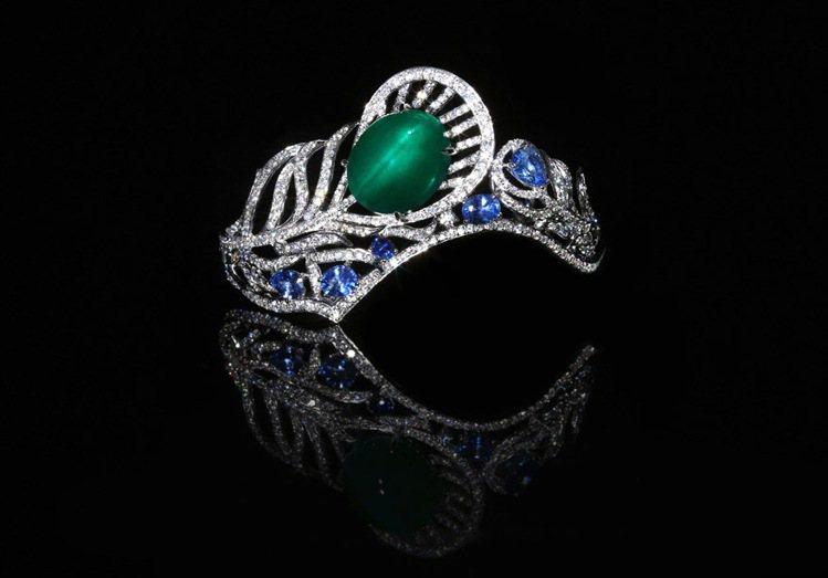 「意Opera」布倫希爾德皇冠手環,鑲嵌30克拉貓眼祖母綠,搭配5.8克拉鑽石和...