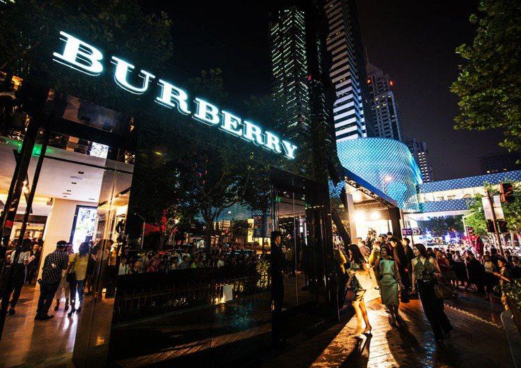 BURBERRY上海店舉辦風衣藝術展開幕派對。圖/BURBERRY提供