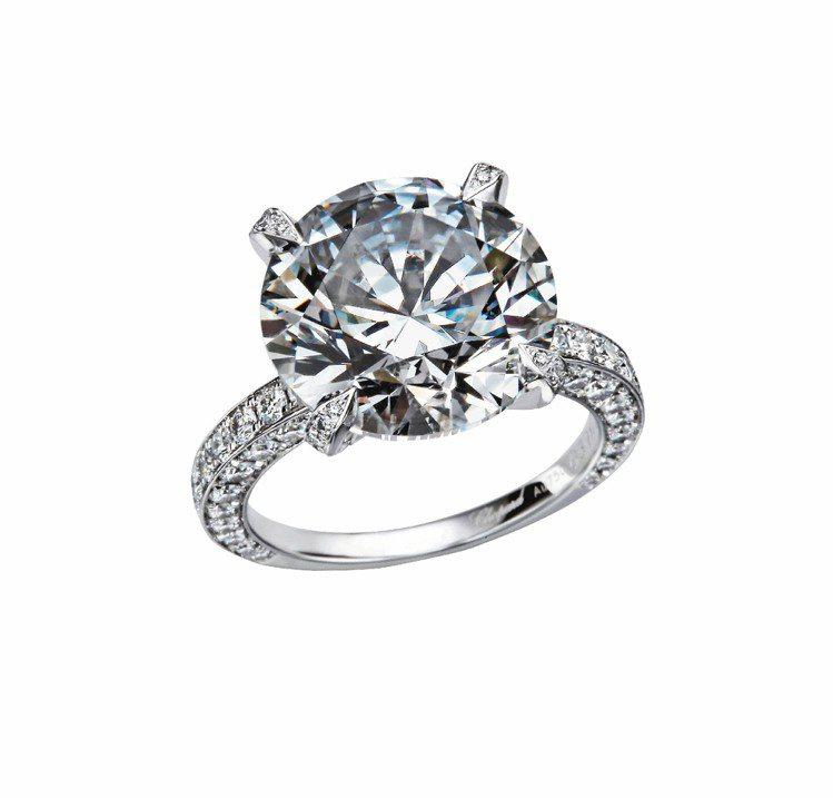 蕭邦頂級鑽石戒指,18K白金,1顆明亮式切割鑽石總重10.21克拉,118顆明亮...
