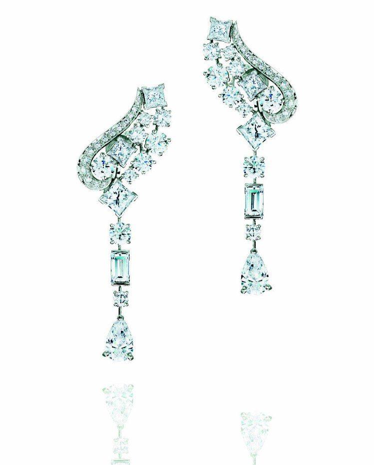 Phenomena Glacier耳環,共鑲嵌58顆總重10.44克拉鑽石,40...