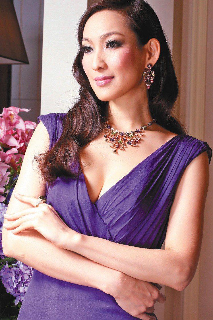 李曉涵配戴DIVA頂級珠寶鑽石項鍊和藍寶石耳環。記者陳立凱/攝影
