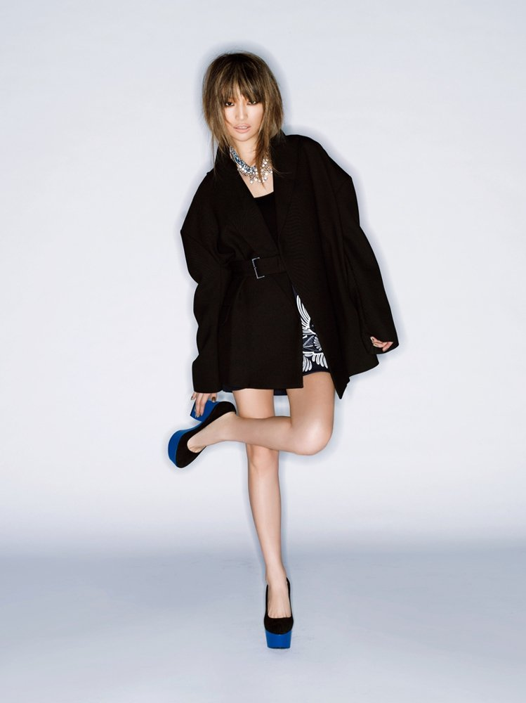 穿Oversize外套,下半身要控制「小和窄」。圖/大美人提供