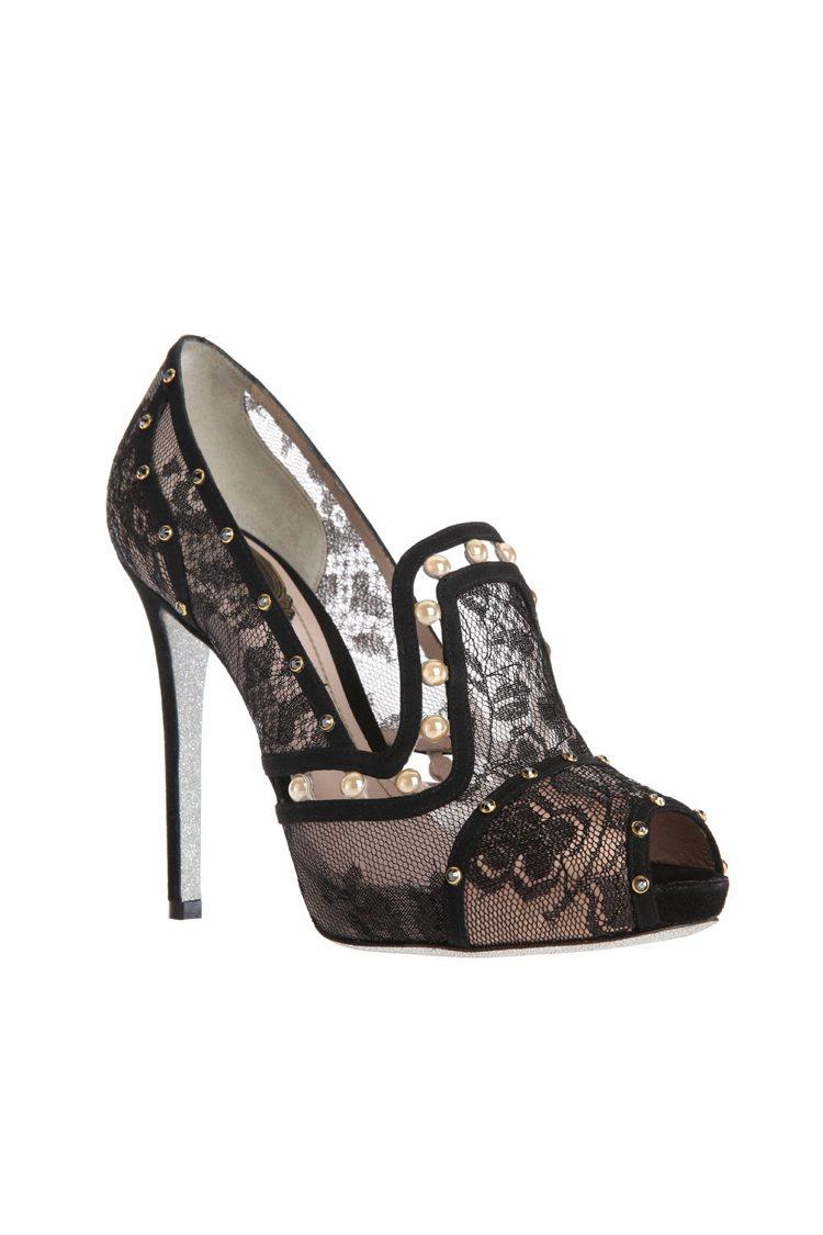 蕾絲珍珠魚口高跟鞋 NT$39,000。圖/RENE CAOVLLA提供