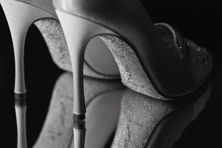 奢華鑽砂鞋底是RENE CAOVILLA 的經典特色。圖/RENE CAOVLL...