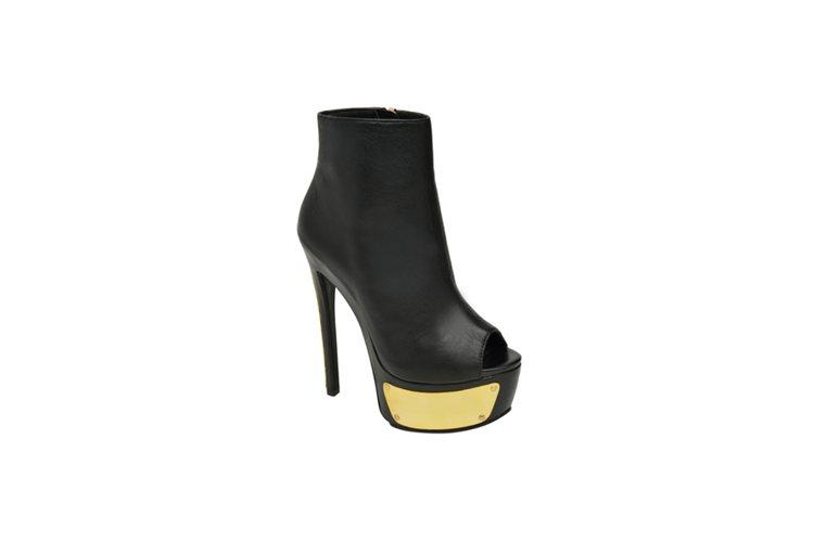 金色底防水臺露指靴,NT$7,680。圖/Steve Madden提供