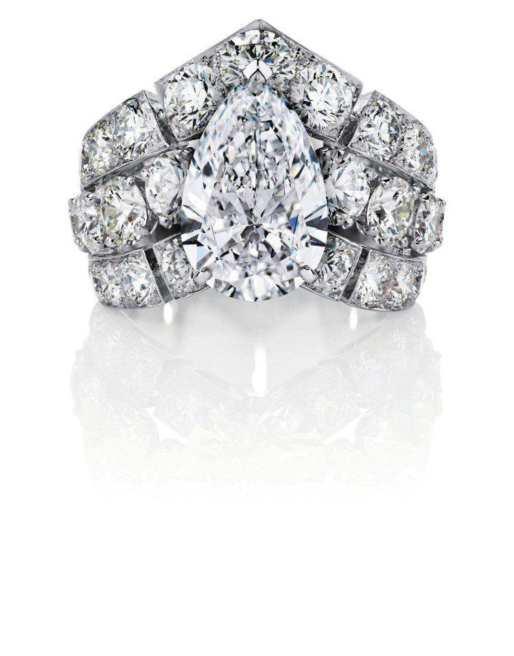 Phenomena Frost戒指,主鑽重3.01克拉,總重8.01克拉。圖/D...