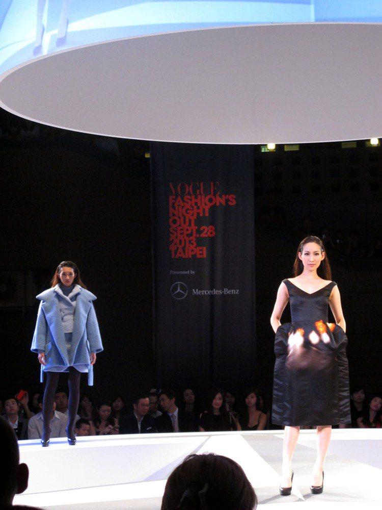 名模李曉涵(右)領軍展示法國CARVEN的甜美暖冬時尚。記者吳曉涵/攝影