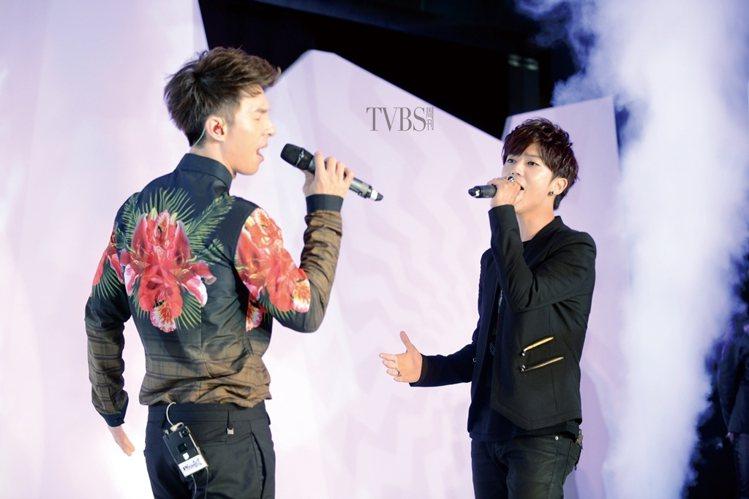 Bii(畢書盡)與陳勢安要做一輩子兄弟。圖/TVBS周刊