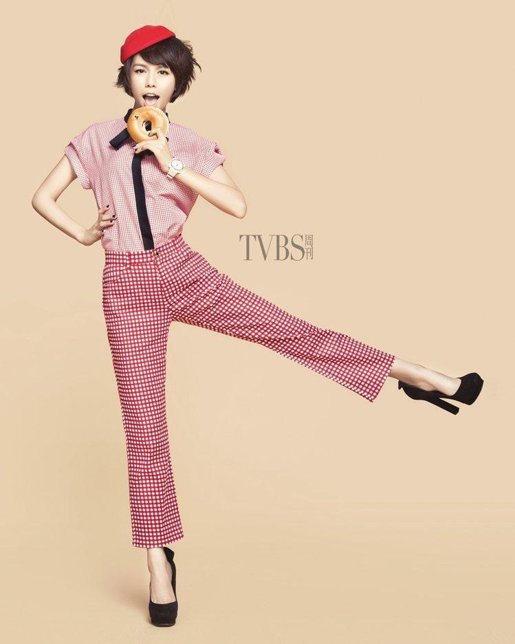 夏于喬:格紋上衣(2萬9,800元),格紋七分褲(2萬9,800元)BY LOU...