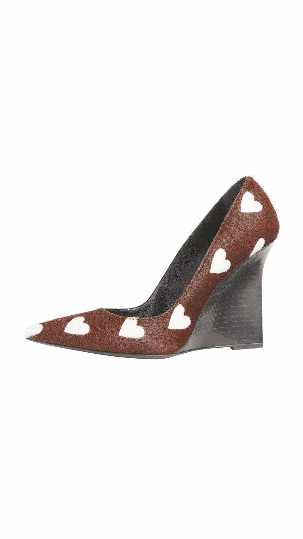 愛心高跟鞋,29,000元。圖/BURBERRY提供