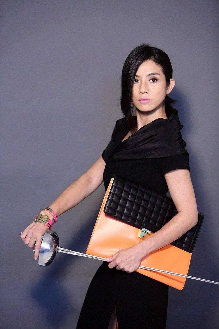 在新作中飾演女警,楊采妮表示好動的自己向來很喜歡武打戲。圖/BRAND名牌誌提供