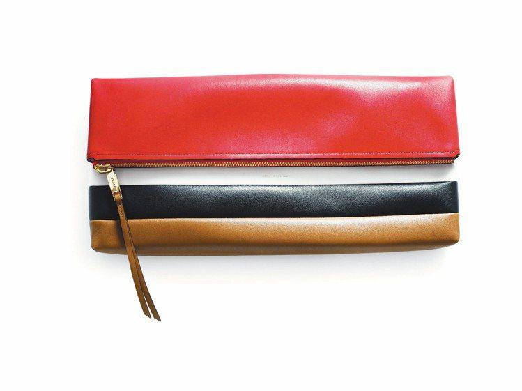 Bar Stripe拼貼皮革手拿包,24,800元。圖/COACH提供