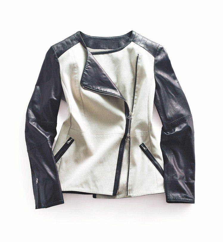 黑色皮革Liberty騎士風外套,45,800元。圖/COACH提供非報系