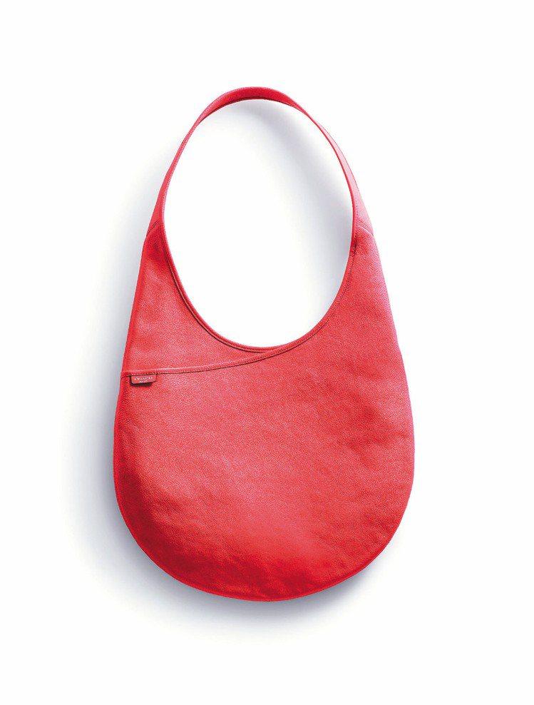 Bleecker Leather單肩背包,定價20,800元。圖/COACH提供