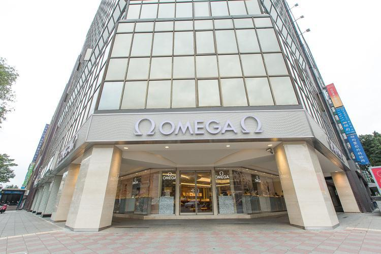 OMEGA 忠孝敦化名品店此次盛大開幕,打造更精緻舒適的賞表空間,完整的腕表及珠...