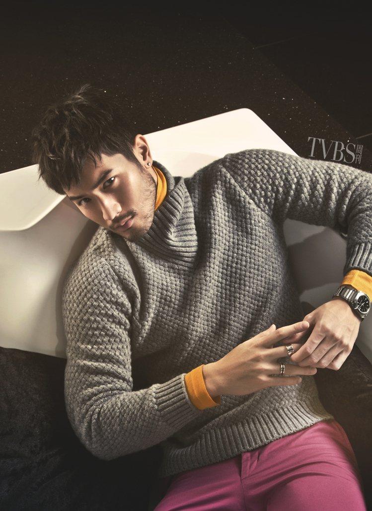 新月領喀什米爾羊毛編織毛衣(6萬7,700元)、金黃色喀什米爾高領衫(4萬3,0...