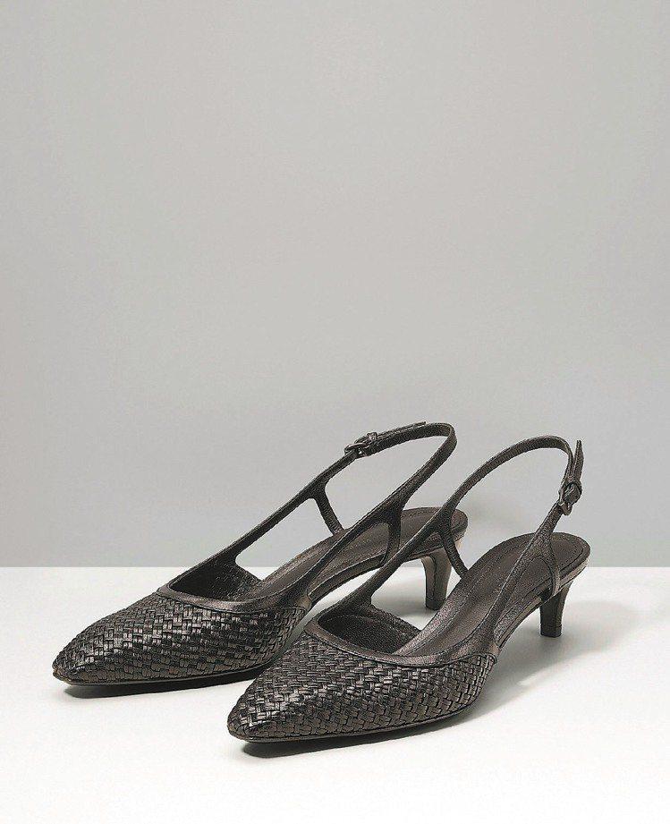 Bottega Veneta黑色霧面山羊皮編織低跟鞋,25,500元。圖/BV提...